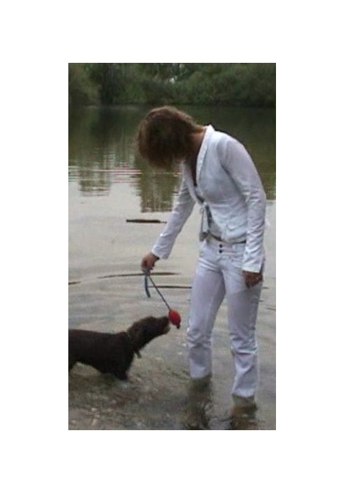 W907 - Brenda in white with puppy