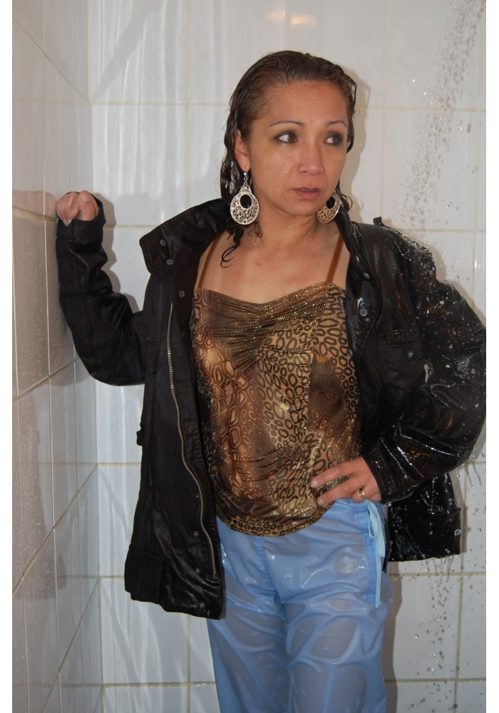 w004-DianaR shower (movie)