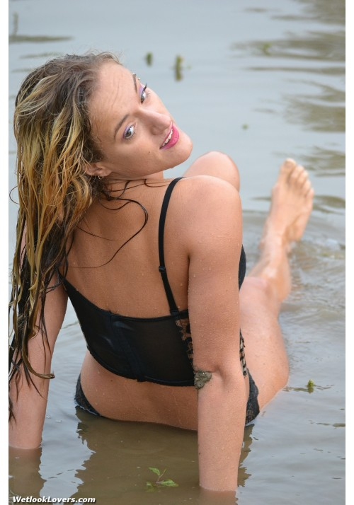 wetlook101-09 Paula