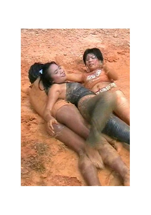 W81 Anni Tukta and Bun in water-mud (movie)