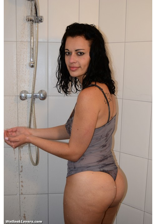 wetlook263-2 Michelle